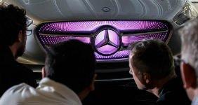 Mercedes положил в багажник скутеры (ВИДЕО)