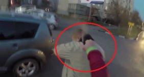 Скутерист защитился от водителя перцовым баллончиком (ВИДЕО)