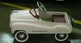 На аукционах стали продавать классические педальные машины