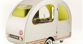 Придуман самый маленький кемпер в мире, который может перевозить скутер (ВИДЕО)